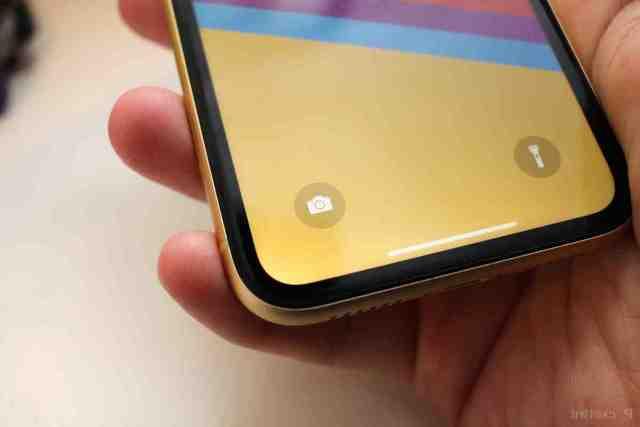 Où sont les micro sur iPhone XR ?