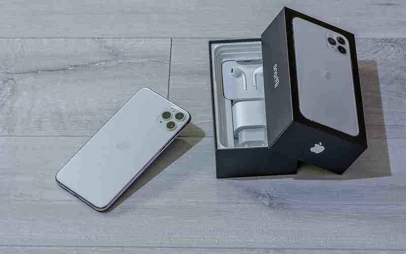 Quel iPhone est vendu avec les Airpods ?