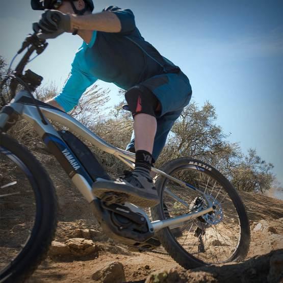 yamaha-mounta-ebike-2018-ydx-torc-trail-ride-mountain-dirt-turning