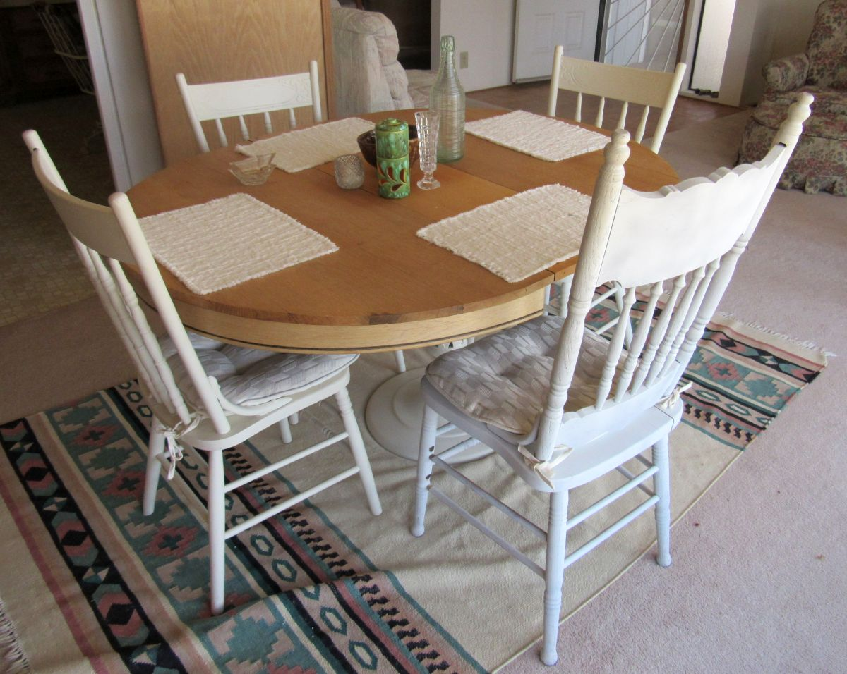 Must be sold by sunday night sectional dining room set for 4 kitchen table chairs