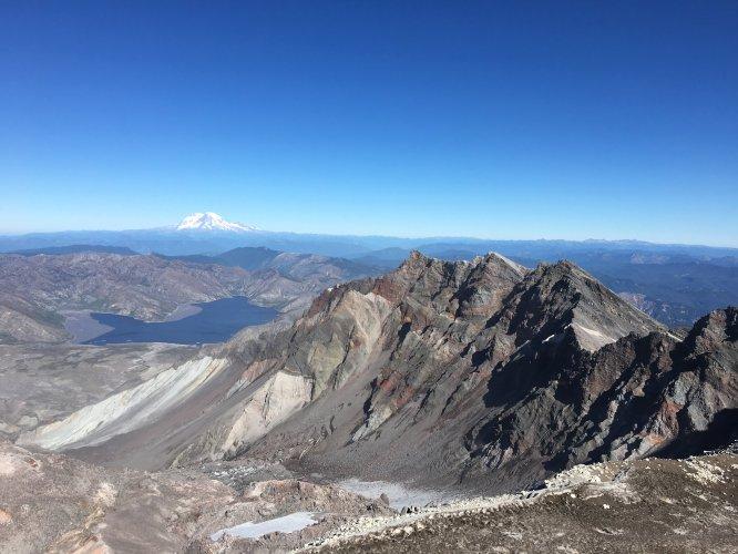 Mount rainer from mount st. helens monitor ridge