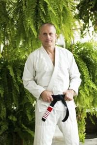 Steve Maxwell is a Master Personal Trainer, Brazilian Jiu-Jitsu black belter, and High Intensity Training Expert
