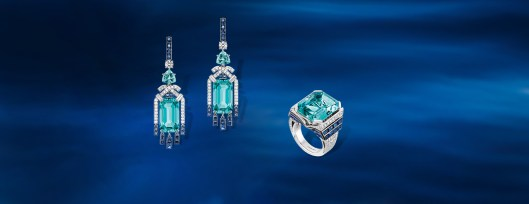 Earrings in white gold, set with diamonds, sapphires, aquamarines and two emerald-cut aquamarines, and Ring in white gold, set with diamonds, sapphires and an emerald-cut aquamarine.