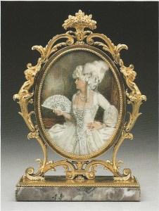 Portrait de Marjorie Merriweather Post en Marie Antoinette Edward F. Caldwell & Company, Inc. (cadre), 1927. Le cadre contient une miniature à l'aquarelle sur ivoire par C.F. Patino.