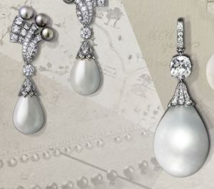 A rare pearl for a dazzling piece of jewelry that is accompanied by a pair of drop earrings - a duo of fine pearls, perfectly matched and crowned with a scroll of diamonds. These twin drops, highly regular and gleaming with a perfect luster, represent 77.44 grains and 72.16 grains respectively of pure mother-of-pearl poetry.