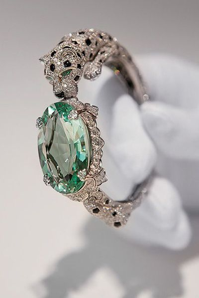 Cartier Panthère bracelet with a green beryl.