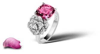 Piaget Rose ring in 18K white gold set with 39 brilliant-cut diamonds (approx. 0.44 ct) and a cushion-cut pink tourmaline (approx. 2.86 ct).