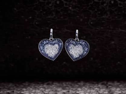Crivelli Heart earrings made of white gold with a pave of diamonds (3,19 cts) and blue sapphires (8,56 cts)
