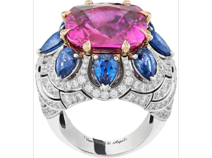 Promesse d'Amour ring: white gold, pink gold, round diamonds, pear-shaped sapphires, one cushion-cut pink sapphire of 16.29 carats (origin: Madagascar)