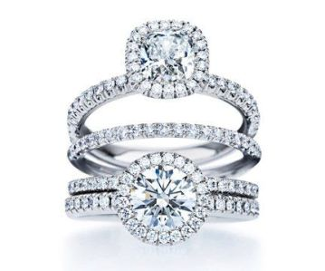 De Beers Aura engagement ring and wedding band.