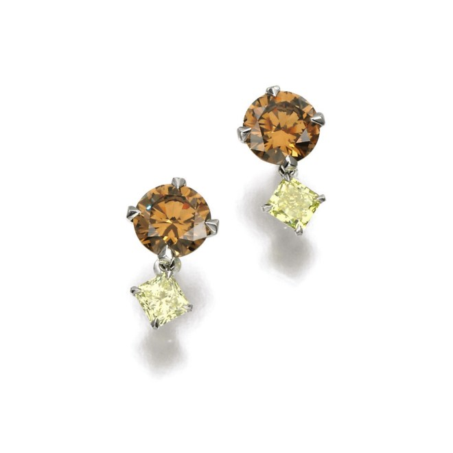 Pair of Fancy Coloured Diamond Earrings (Lot 111, est. £28,000–38,000/ €39,300–53,500/ US$ 41,900–57,000)