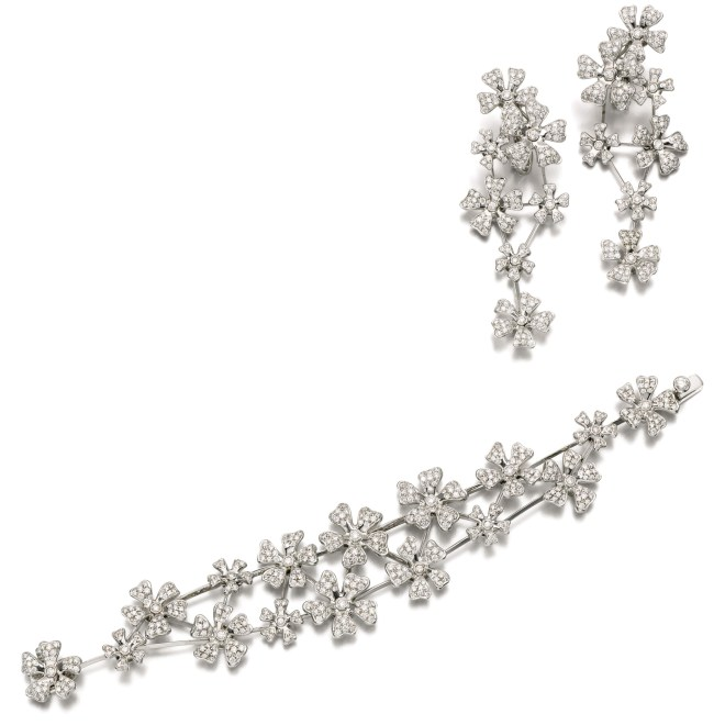 Diamond Parure Bracelet and Ear Clips by De Beers, (Lot 121, earrings shown right, est. £8,000–12,000/ €11,300–19,900/ US$ 12,000–18,000)