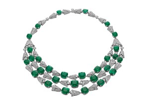 High Jewellery necklace in white gold with 31 cushion shaped Colombian emeralds (105.84 ct), round brilliant cut diamonds (10 ct), baguette diamonds (18 ct) and pavé diamonds (5.74 ct).