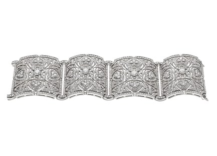 High jewellery bracelet in white gold with 4 round brilliant cut diamonds (2.8 ct) and pavé diamonds (17.15 ct).