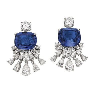 High Jewellery earrings in platinum with 2 cushion shaped Sri Lanka sapphires (18.41 ct), pear shaped diamonds (4 ct), 2 round brilliant cut diamonds (2 ct), baguette diamonds (2 ct) and pavé diamonds (0.7 ct).