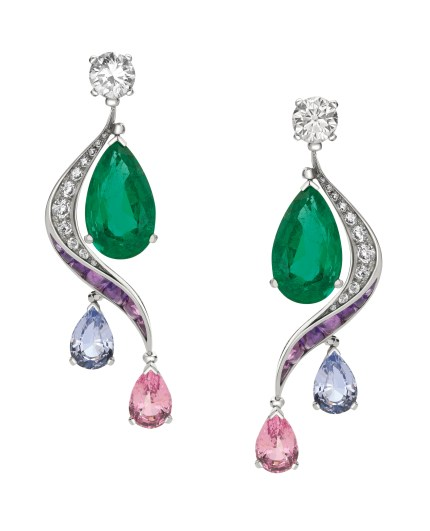 High Jewellery earrings in white gold with 2 pear shaped Zambia emeralds (10.63 ct), 2 round brilliant cut diamonds (2.02 ct), 4 pear shaped pink/light purple spinels (6.35 ct), 14 buff top amethysts (1.62 ct) and pavé diamonds (0.56 ct).