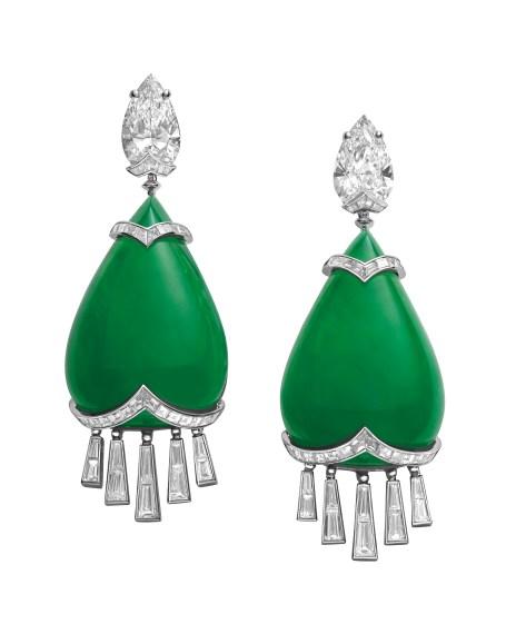 High Jewellery earrings in platinum with 2 jadeite-jades (85.37 ct), 2 pear shaped diamonds (6.02 ct), baguette diamonds (4.2 ct) and tapered baguette diamonds (3.2 ct).
