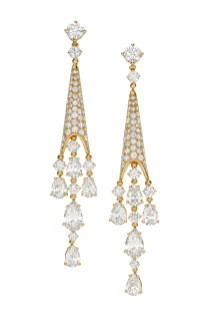 High Jewellery earrings in yellow gold with 2 pear shaped diamonds (2.02 ct), 8 pear shaped diamonds (4.10 ct) and round brilliant cut diamonds (3.52 ct).