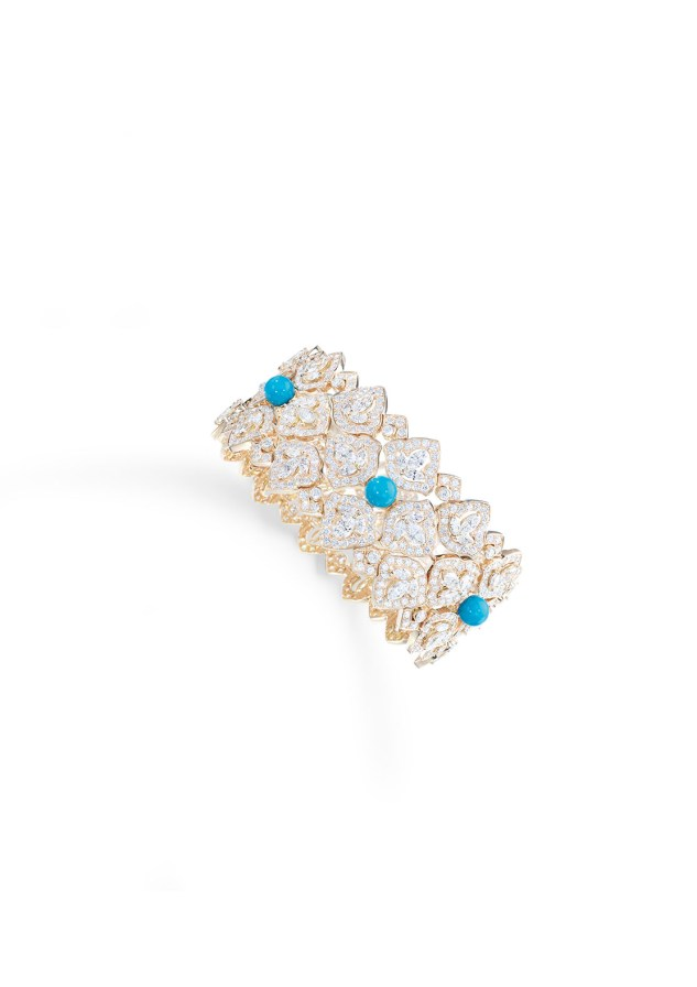 Bracelet in 18K pink gold set with 105 marquise-cut diamonds (approx. 5.18 cts), 5 turquoise beads (approx. 4.50 cts) and 717 brilliant-cut diamonds (approx. 9.38 cts).