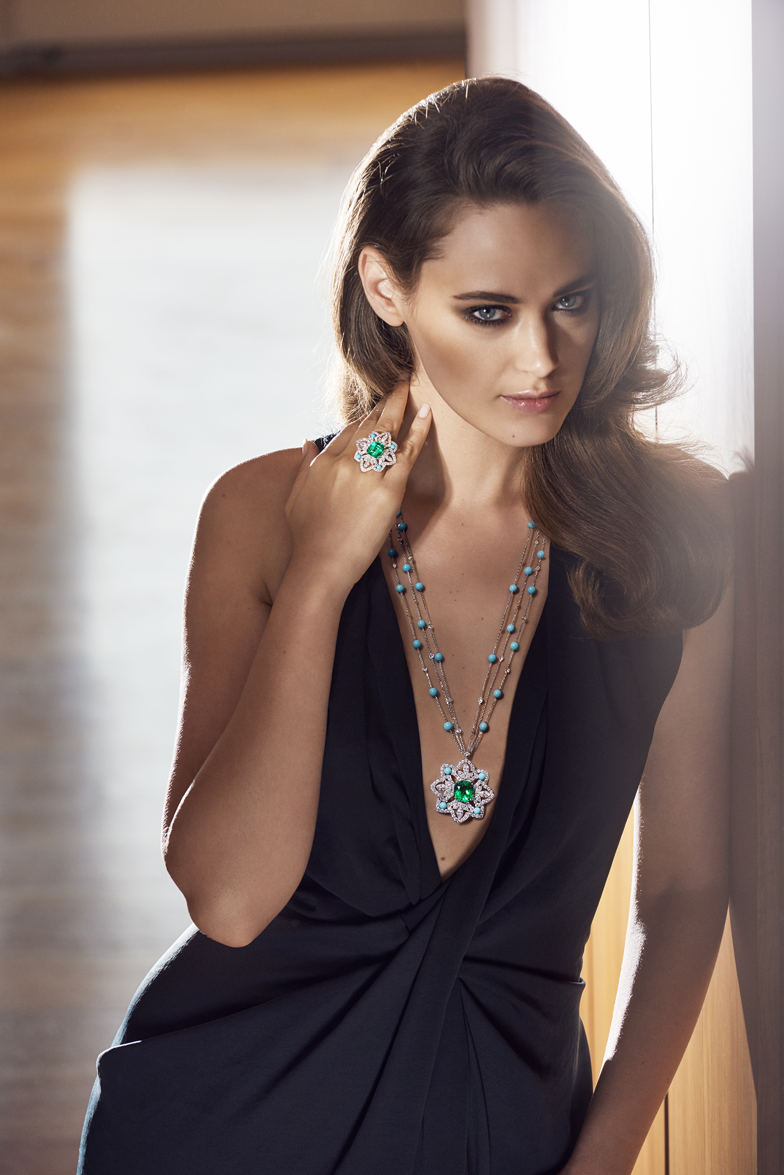 Necklace in 18K white gold set with 1 cushion-cut emerald (approx. 11.16 cts), 12 marquise-cut diamonds (approx. 4.20 cts), 32 turquoise beads (approx. 11.10 cts) and 151 brilliant-cut diamonds (approx. 9.86 cts). Ring in 18K white gold set with 1 cushion-cut emerald (approx. 7.29 cts), 12 marquise-cut diamonds (approx. 1.20 cts), 4 turquoise beads (approx. 0.50 ct) and 130 brilliant-cut diamonds (approx. 3.12 cts). Ring in 18K white gold set with 1 cushion-cut emerald (approx. 7.29 cts), 12 marquise-cut diamonds (approx. 1.20 cts), 4 turquoise beads (approx. 0.50 ct) and 130 brilliant-cut diamonds (approx. 3.12 cts).