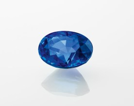 One oval-cut sapphire of 7.29 carats (Sri Lanka).