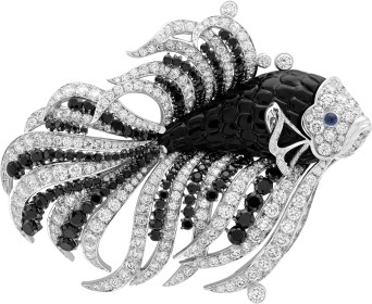 Nageur Noir et Blanc Clip. White gold, diamonds, cabochon-cut sapphires, black spinels, onyx.