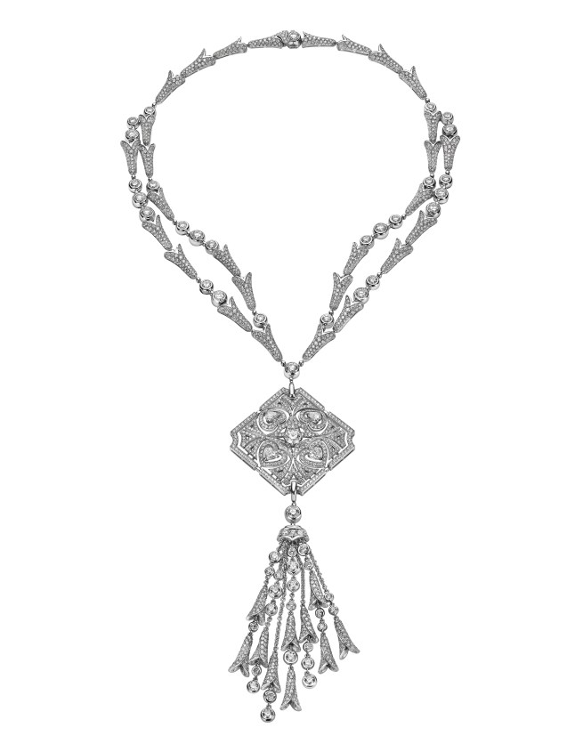 SPARKLING HEARTS high Jewellery necklace convertible in brooch in white gold with 1 round brilliant cut diamond (1.00 ct),4 hearth shaped diamonds (2.20 ct) and pavè diamonds (35,45 ct).