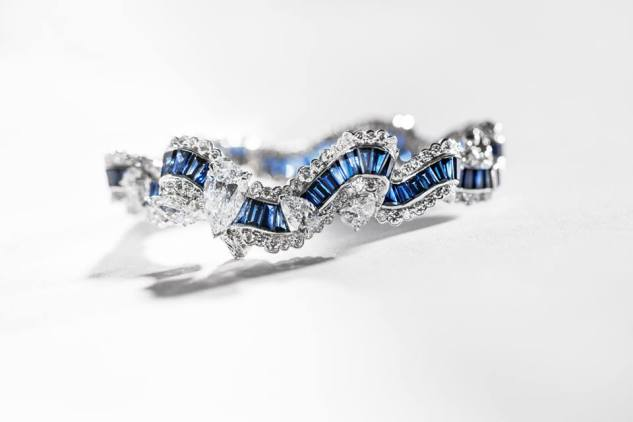 Gros Grain Saphir Bracelet. 750/1000 white gold, diamonds and sapphires.