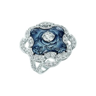 """Fascinante"" ring in 18K white gold set with 69 brilliant-cut diamonds for a total weight of 2.2 carats and enamel. CHANEL Joaillerie"