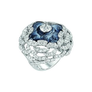 """""""Fascinante"""" ring in 18K white gold set with a 1-carat brilliant-cut diamond, 168 brilliant-cut diamonds for a total weight of 3.1 carats and enamel. CHANEL Joaillerie"""
