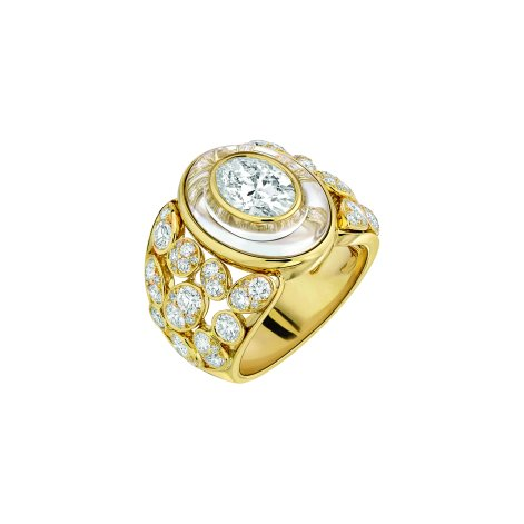 """Magnétique"" ring in 18K yellow gold set with a 1.5-carat oval-cut diamond, 146 brilliant-cut diamonds for a total weight of 2.3 carats and 2 carved crystals for a total weight of 4 carats. CHANEL Joaillerie"