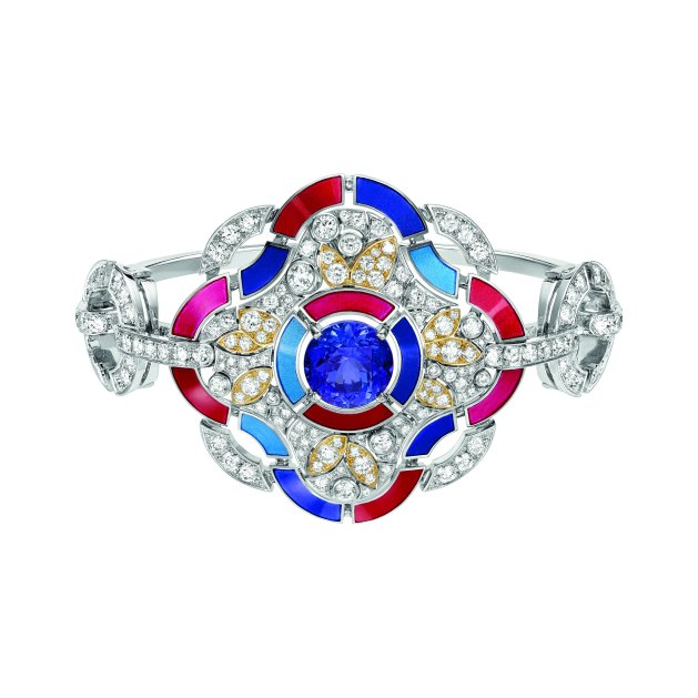"""Hypnotique"" bracelet in 18K white and yellow gold set with a 4.6-carat brilliant-cut blue violet tanzanite, 231 brilliant-cut diamonds for a total weight of 6 carats and multicolored lacquer. CHANEL Joaillerie"