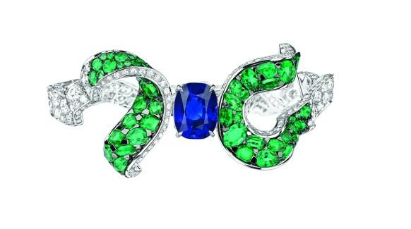 Dénoué Saphir Bracelet. 750/1000 white and yellow gold, diamonds, emeralds and sapphire.