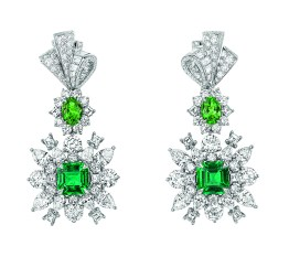 Plumetis Emeraude Earrings. 750/1000 white gold, diamonds, emerald and tsavorite garnets.