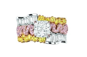 Tresse Diamant Ring. 950/1000 platinum, 750/1000 pink and yellow gold, diamonds, yellow and pink diamonds.