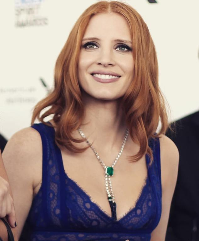 Jessica Chastain dazzling with this Extremely Piaget Necklace.