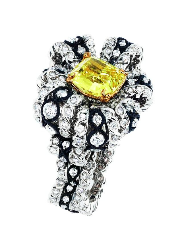salon-de-venus-diamant-jaune-ring