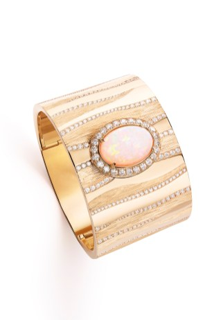 Sand Secret Watch. 18k pink gold cuff watch. Case in 18k pink gold set with 428 brilliant-cut diamonds (approx. 6.95 cts). Secret cover set with 1 cabochon-cut white opal (approx. 10.45 cts). White mother-of-pearl dial. Piaget 56P quartz movement. Bracelet in 18k pink gold with alternation of polished, engraved and diamond-set surfaces. Integrated buckle. Unique piece.