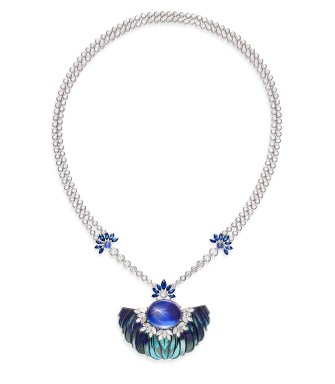 Celestial Blue Necklace. Necklace in 18k white gold with 1 oval-cut cabochon star blue sapphire from Ceylon (approx. 45.94 cts), blue sapphires and diamonds. Feather marquetry.