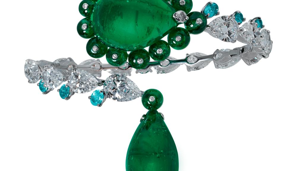 Moussaieff-Armreif mit 28.37 ct Smaragd, 23.21 ct Smaragd, 19.76 ct Smaragdperlen, 1 ct Paraiba-Turmalin und 17.88 ct Diamanten.