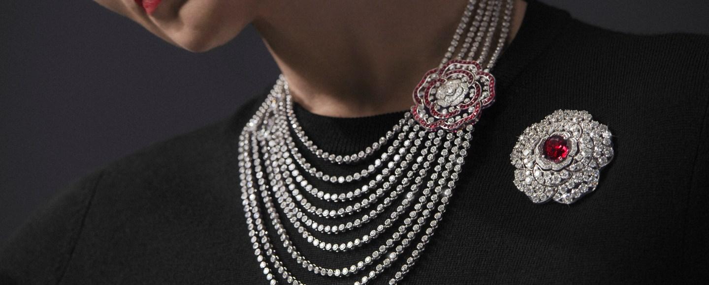 Chanel 1.5 - 1 Camélia, 5 Allures - Rouge Incandescent Necklace