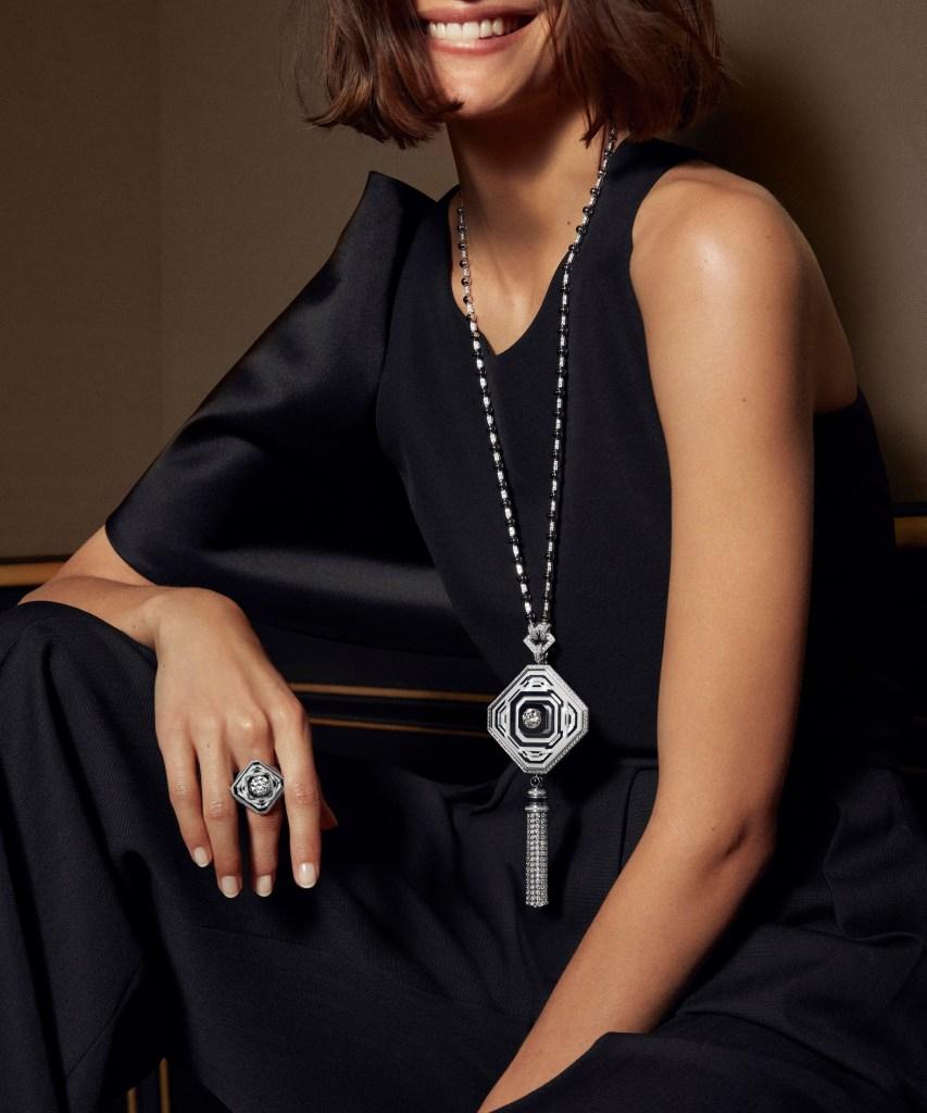 2019 HJ collection Paris, vu du 26 - 26V long necklace and ring