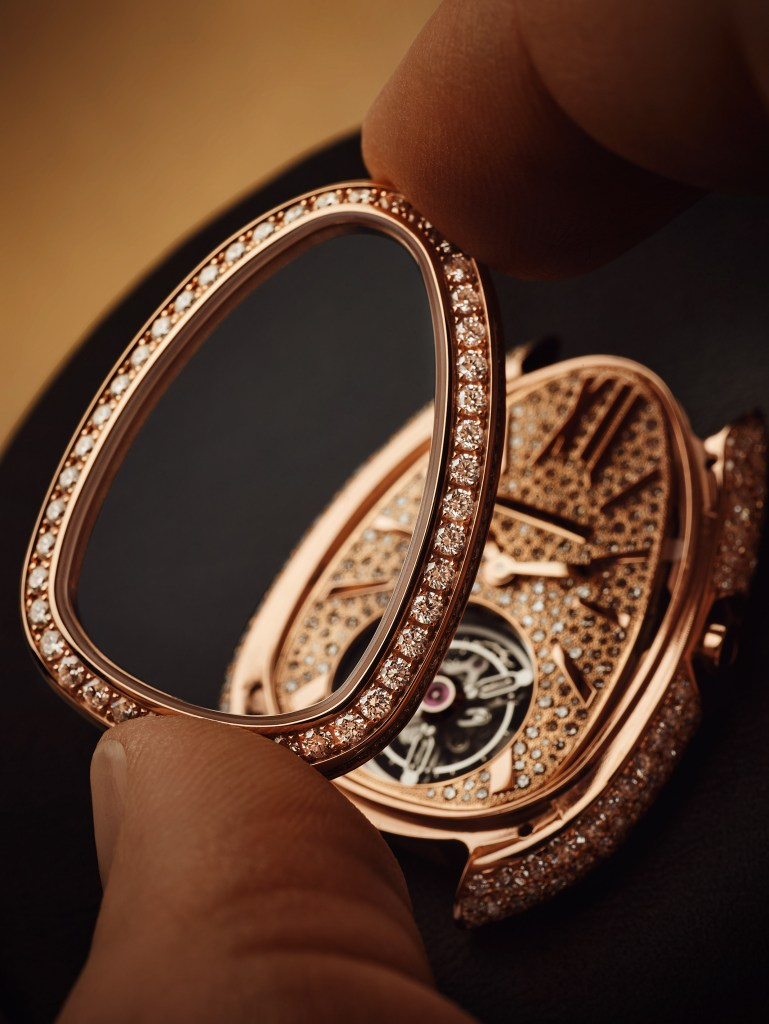 بولغاري Serpenti Seduttori Tourbillon عيار BVL150. معموله من