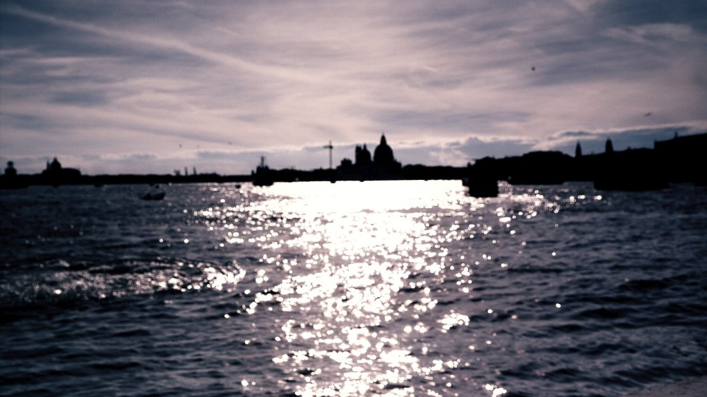 Venise မြင့်ရတနာများသို့ Chanel Escale