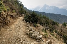 The trail between Lukla and Phakding