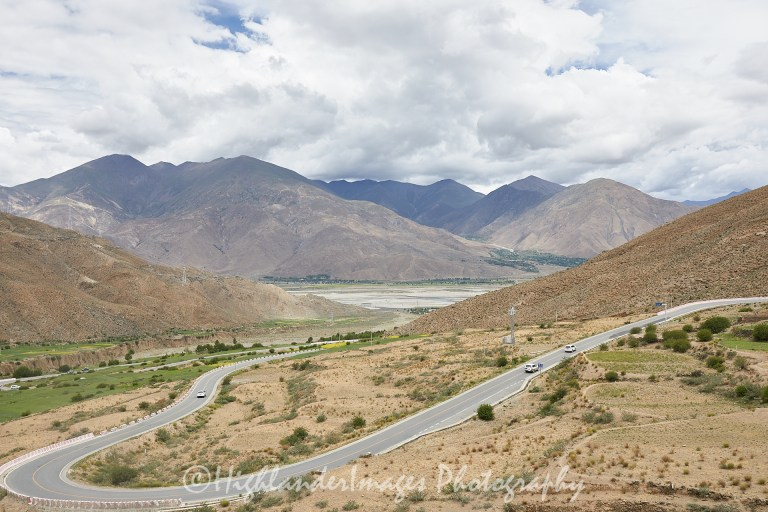 The road from Lhasa to Yamzho Yumco