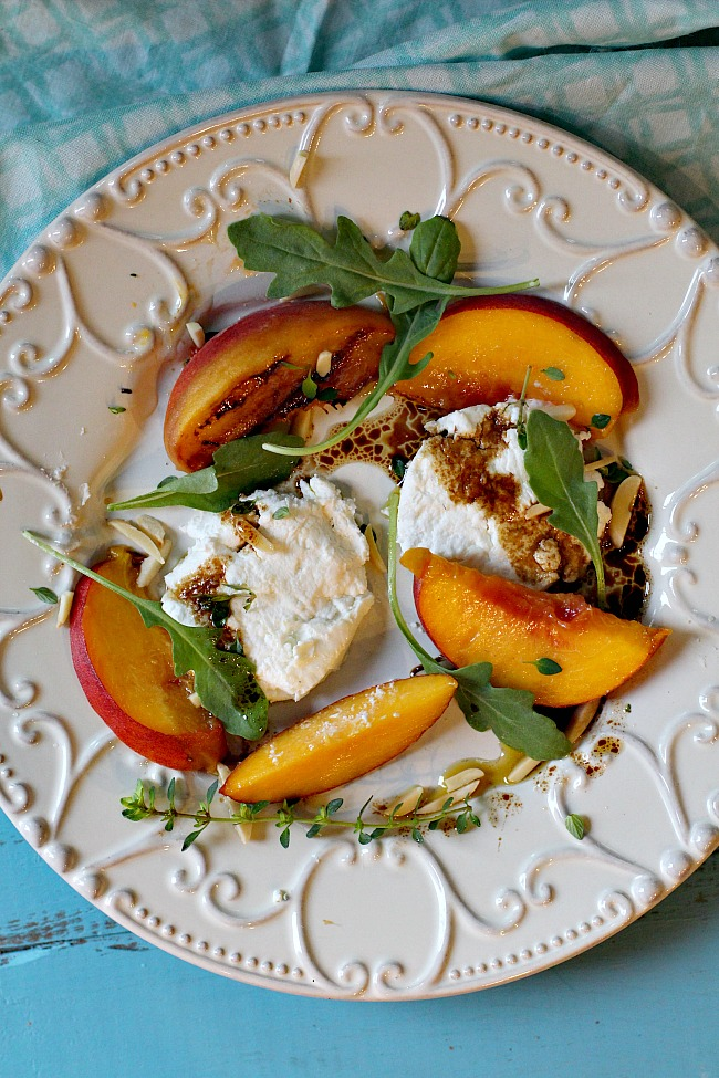 Grilled peach salad with arugula, goat cheese and balsamic vinaigrette