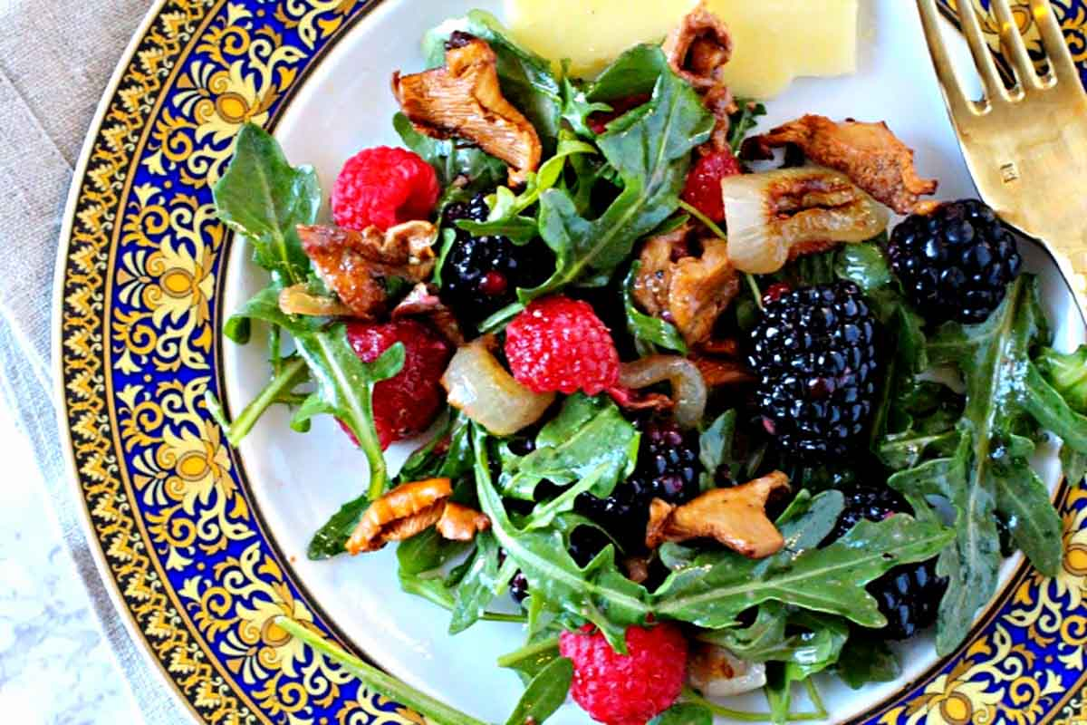 Berry salad with warm chanterelles mushrooms with caramelized onions and arugula.