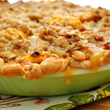 Peach pie with crumble topping. Peach Crumble Pie