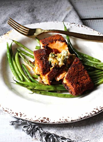 salmon rubbed with spices served over green beans